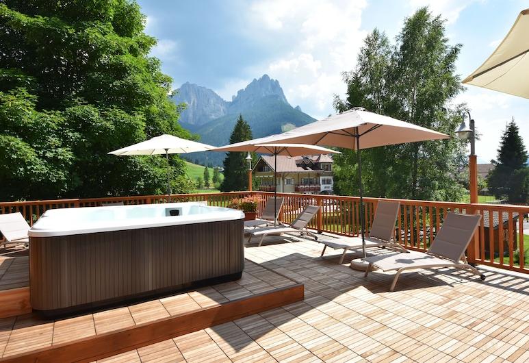 X Alp Hotel, San Giovanni di Fassa, Outdoor Spa Tub