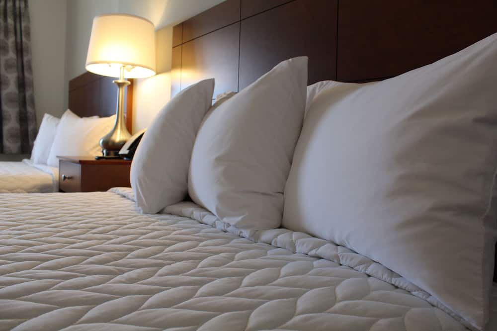 2 Queen Beds, Poolside - Guest Room