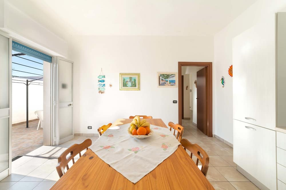 House, 3 Bedrooms (1366) - In-Room Dining