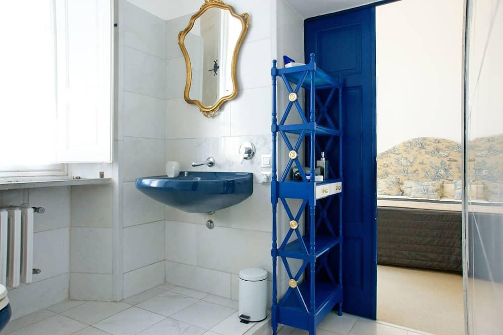 Dvojlôžková izba typu Classic, výhľad na záhradu - Kúpeľňa