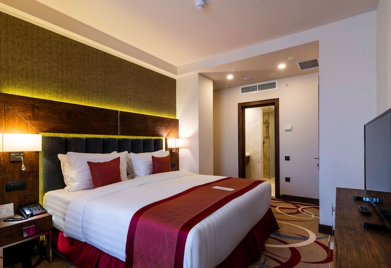 Ramada Hotel & Suites by Wyndham Yerevan, Yerevan, Superior suite, Meerdere bedden, Kamer