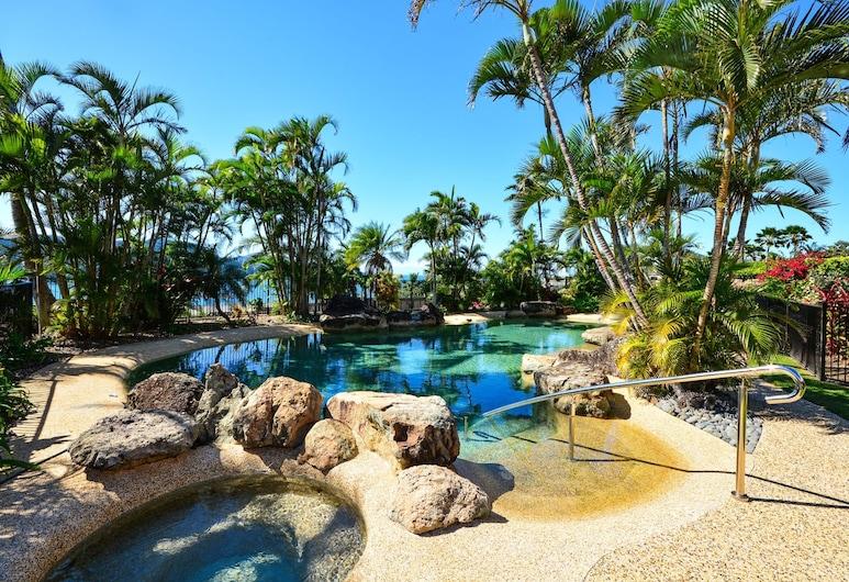 Bella Azure Ocean-view Apartment with Golf Buggy, Pulau Hamilton, Kolam Terbuka