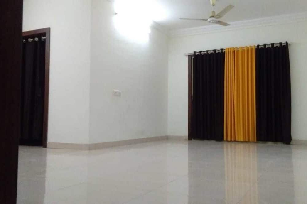 Economy Apartment, Multiple Beds - Living Area