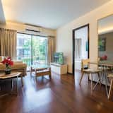 Deluxe Apartment, 1 Queen Bed, Pool View - Living Area