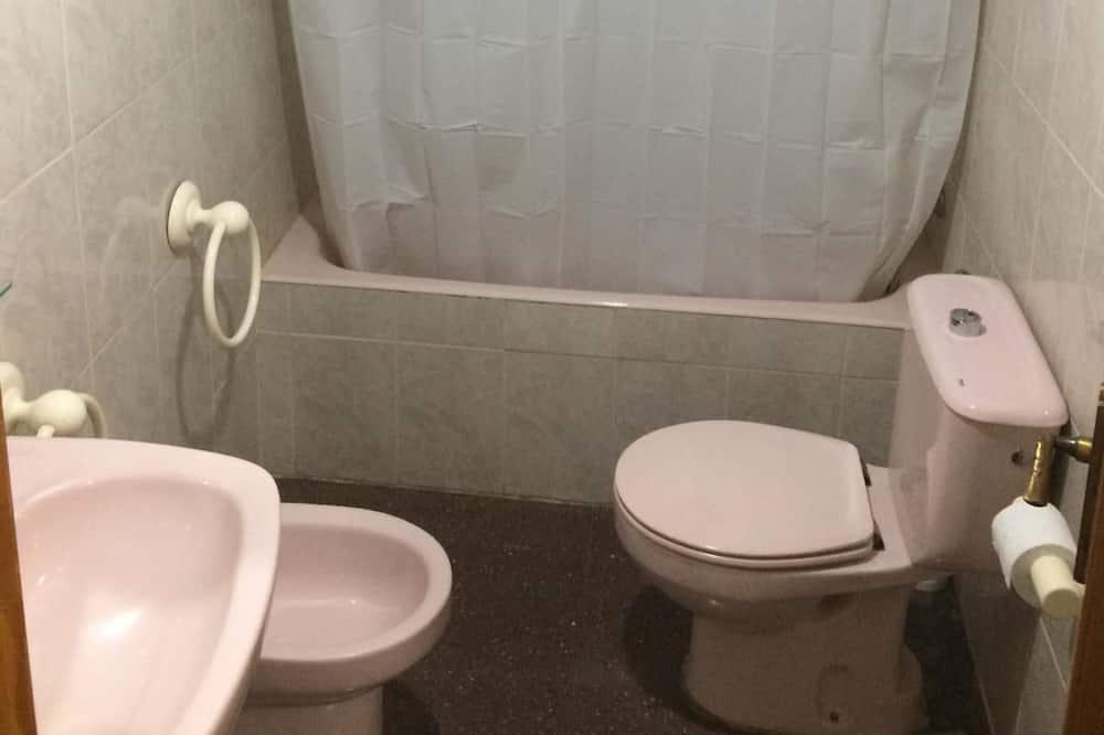 Double Room - Deep Soaking Bathtub
