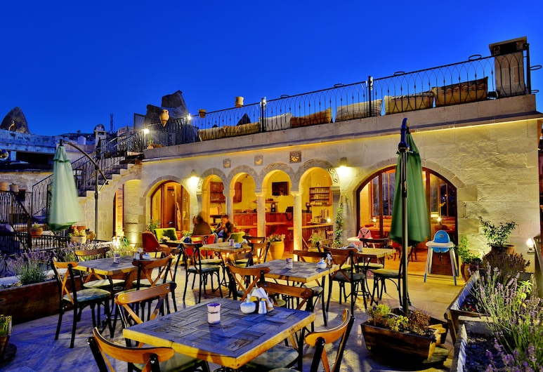 Caftan Cave Suites, Nevsehir, Hotel Front – Evening/Night