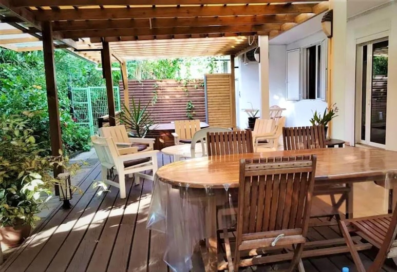 Apartment With 3 Bedrooms in Bois-de-nèfles Saint-paul, With Wonderful sea View, Enclosed Garden and Wifi - 15 km From the Beach, Saint-Paul, Terraza o patio