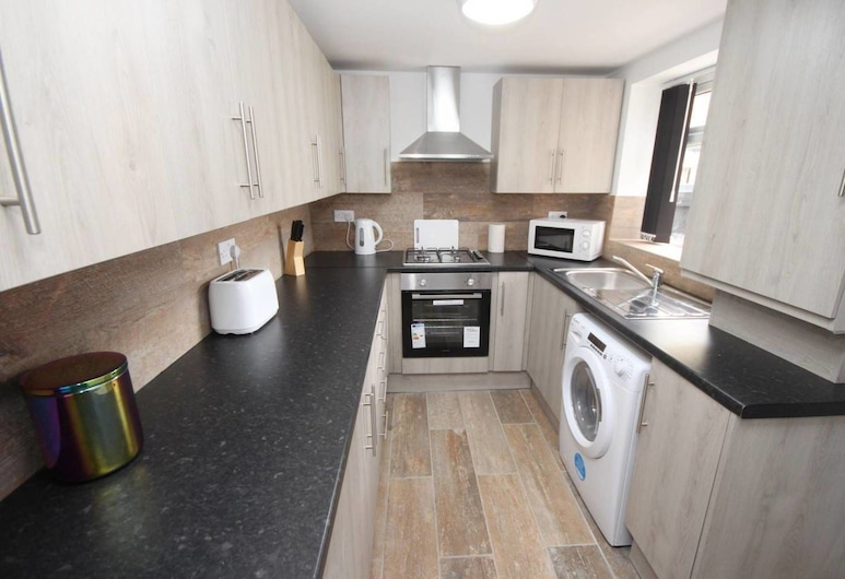 Outstanding 6 Bedroom House, Liverpool, House, Multiple Beds, Private kitchen