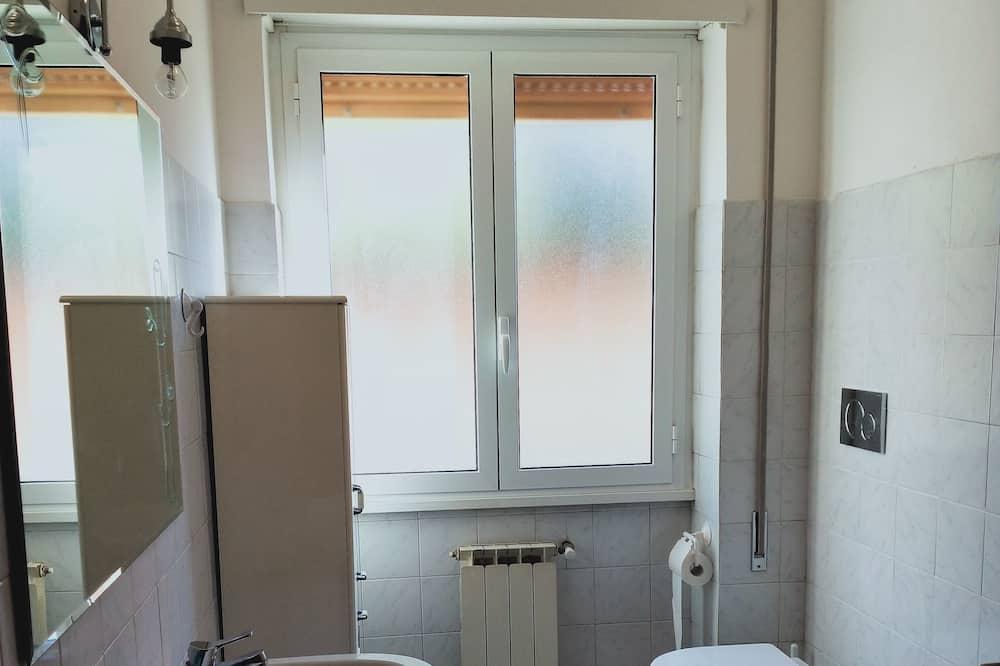 Standard egyágyas szoba, közös fürdőszoba, kilátással a kertre - Fürdőszoba