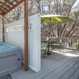 Family Cottage, 1 King Bed with Sofa bed - Private spa tub