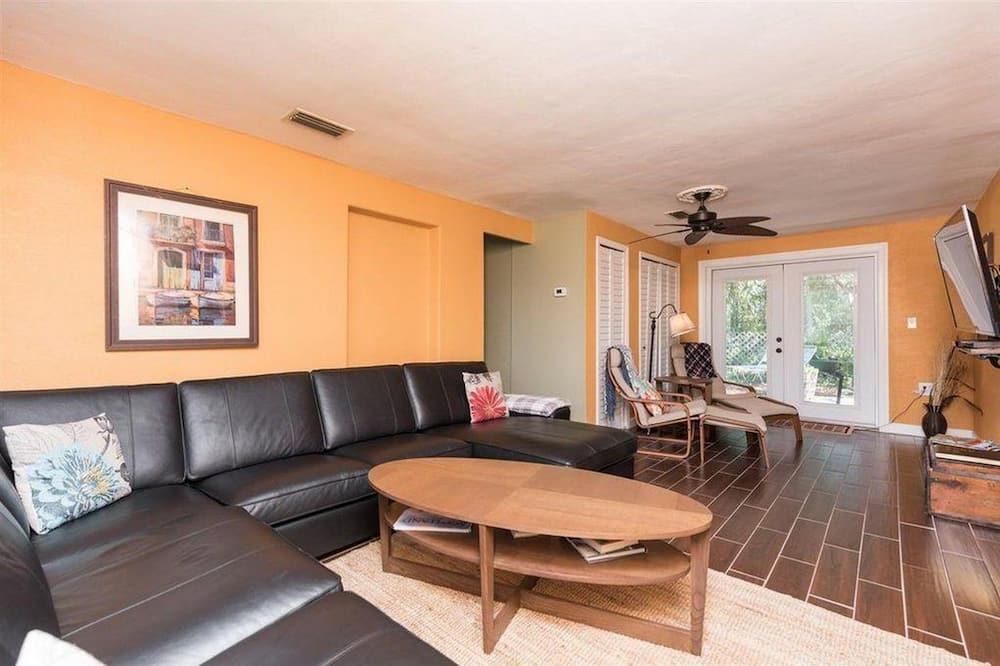 Dom, viacero postelí (PALMETTO RETREAT [2/2] FREE ACTIVITIE) - Obývacie priestory