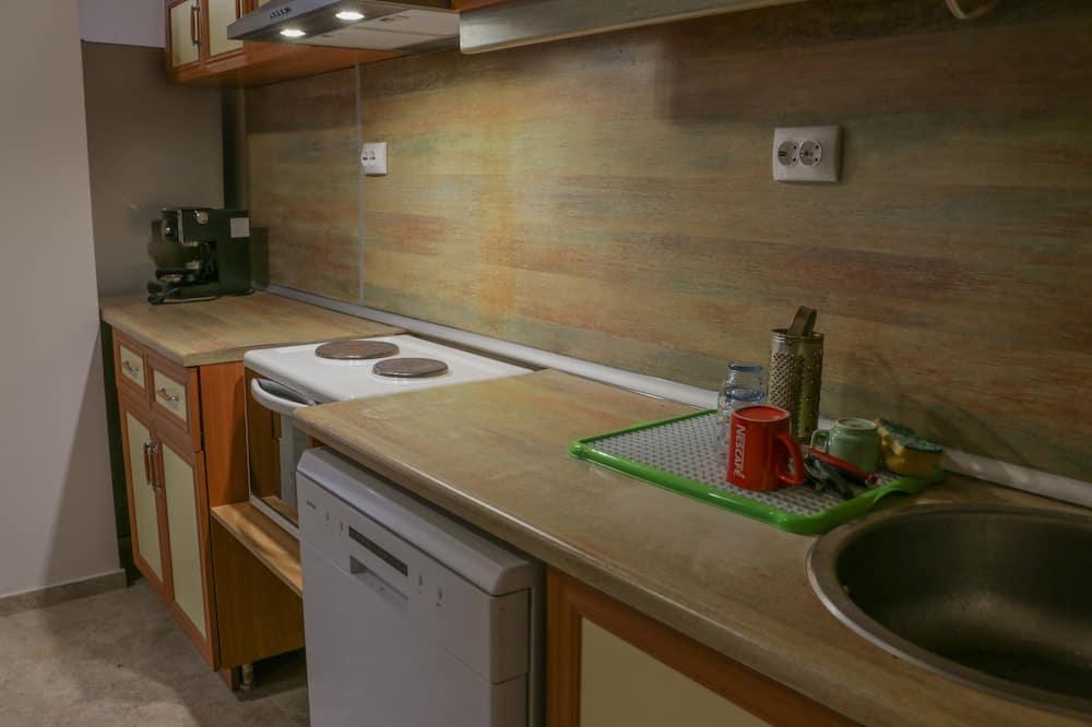 ダブルルーム クイーンベッド 1 台 - 共用キッチン