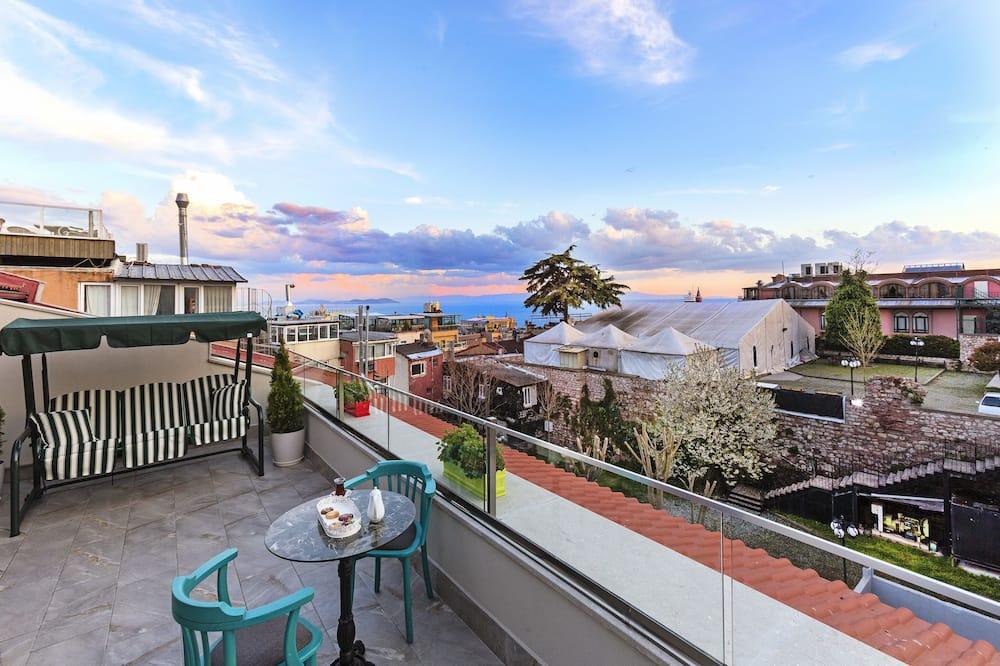 Junior Suite, 1 King Bed, Balcony, Sea View - Balcony