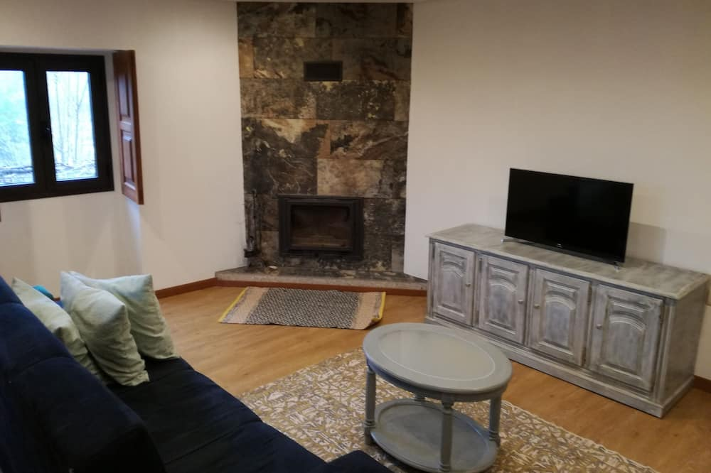 Classic Cottage, 1 Bedroom, Mountain View - Living Area