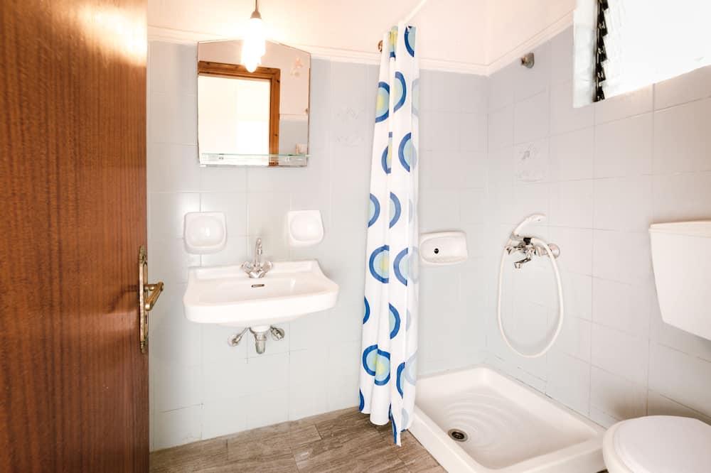Studio (Triple) - Bathroom