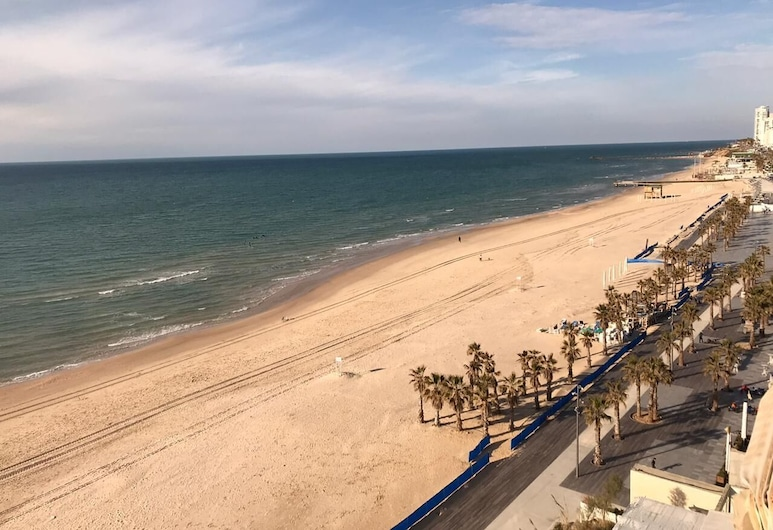 R&A Beach, Bat Yam, Classic Apartment, 1 Double Bed with Sofa bed, Room