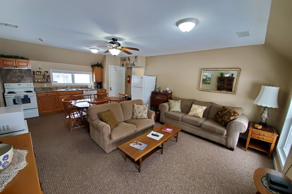 Family House, Multiple Beds - Living Area