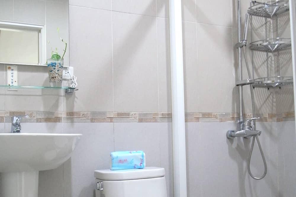 Четырехместный номер, 2 двуспальные кровати - Ванная комната