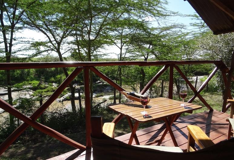 كروكودايل كامب ماساي مارا, Maasai Mara, غرفة مزدوجة أو بسريرين منفصلين بتجهيزات أساسية - بمنظر للنهر, تِراس/ فناء مرصوف