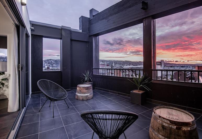 Change Overnight, Launceston, Game Changer - Premium City View, Living Room