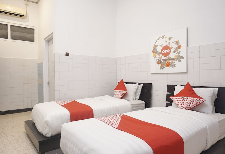 OYO 461 Hotel Madukoro, Yogyakarta, Standard Twin Room, 2 Twin Beds, Guest Room