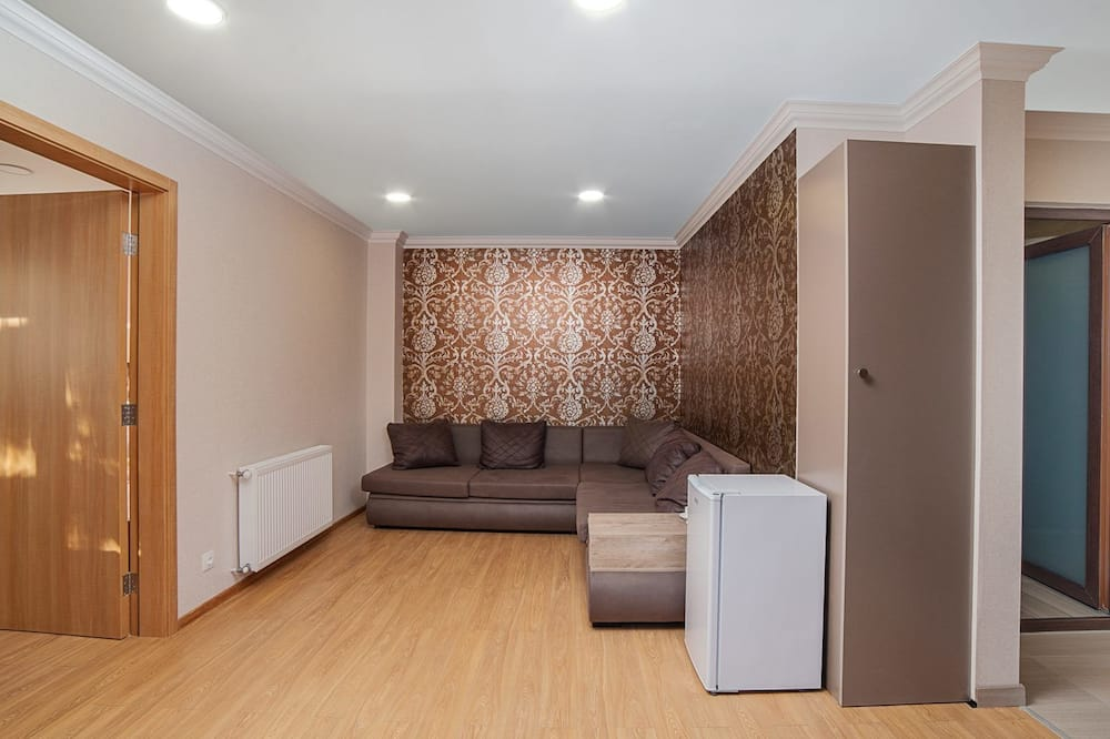 套房, 陽台 - 客廳