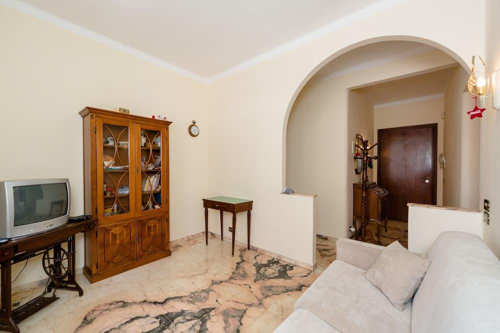Luxury Apartment, 2 Bedrooms, City View - Living Area