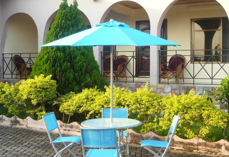 A Spacious 3 Bedroom House, Kumasi, Ferienhaus, Mehrere Betten, Balkon