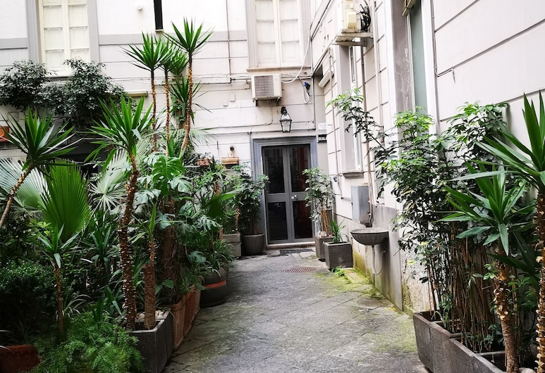B&b Pantarei Napoli, Neapel, Innergård