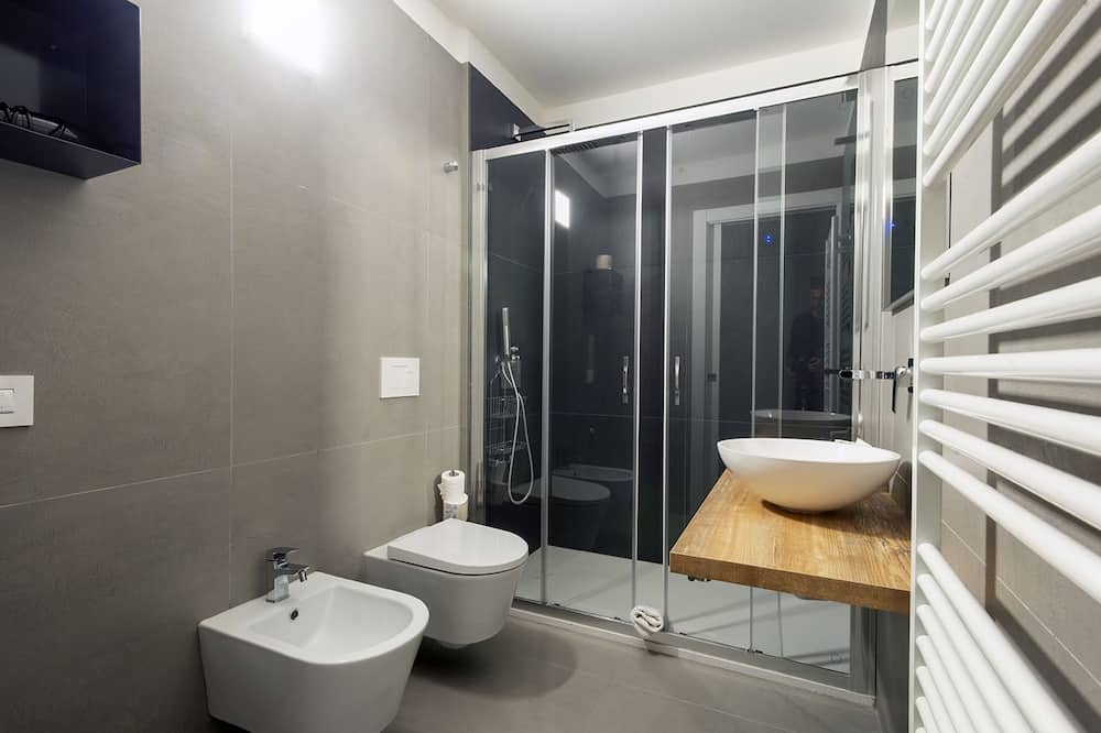 Deluxe Quadruple Room, 1 Double Bed with Sofa bed - Bathroom