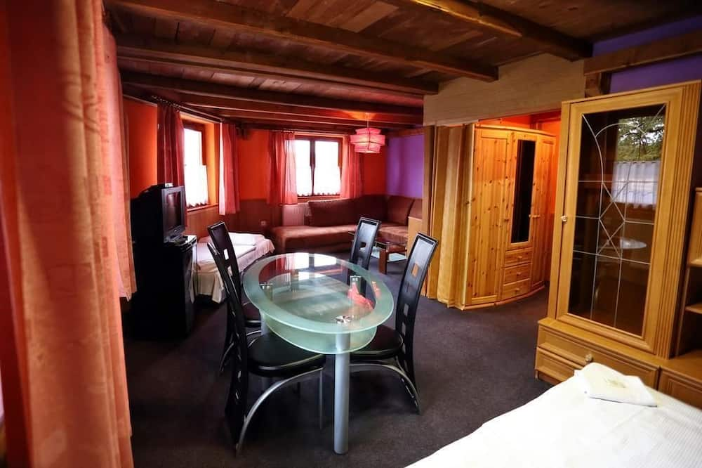 Habitación superior, Varias camas - Sala de estar