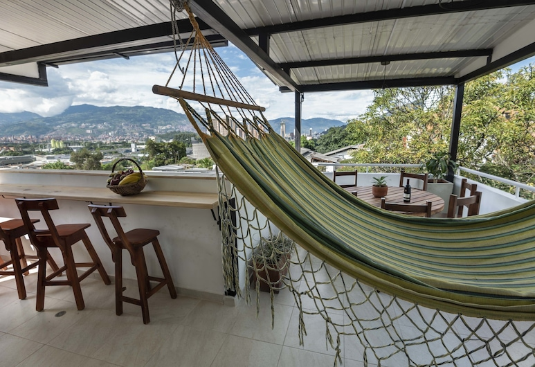 Poblado Guest House, Medellin, Panoramic Room, Shared Bathroom, Living Area