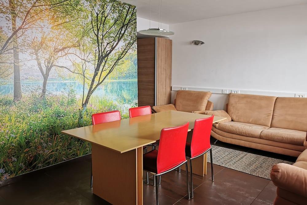 Classic Apartment, 2 Bedrooms, Kitchen, Ground Floor - Living Area
