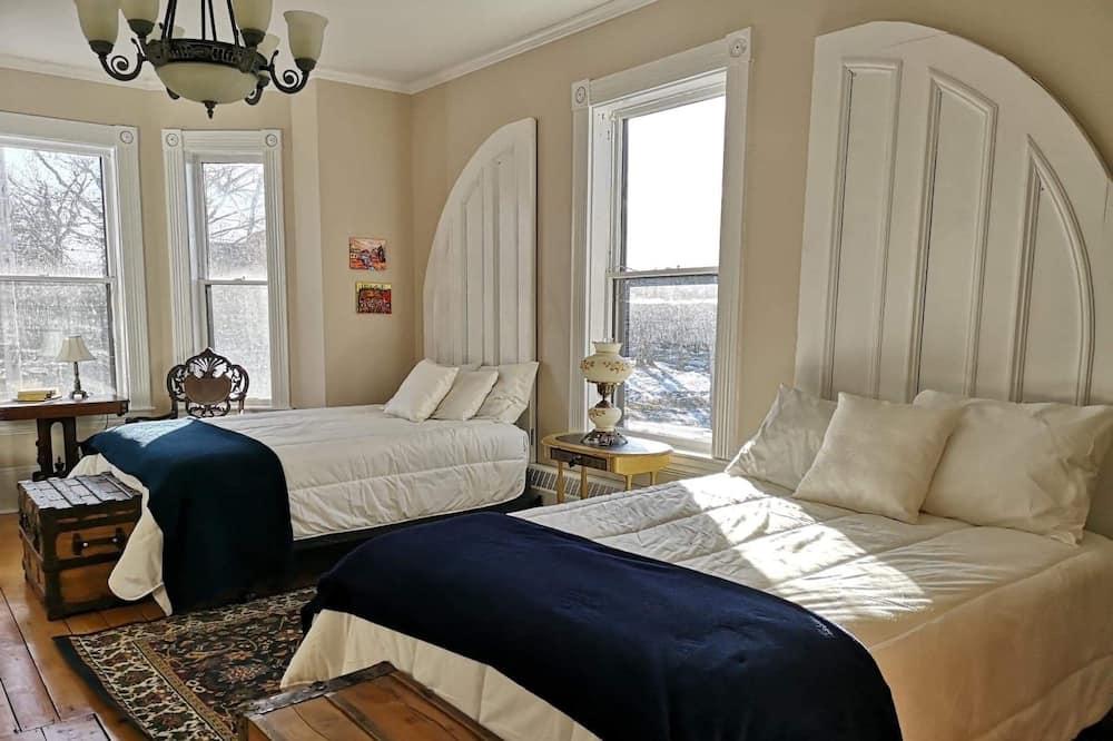 Klasisks četrvietīgs numurs, 2 divguļamās gultas, skats uz pilsētu - Galvenais attēls