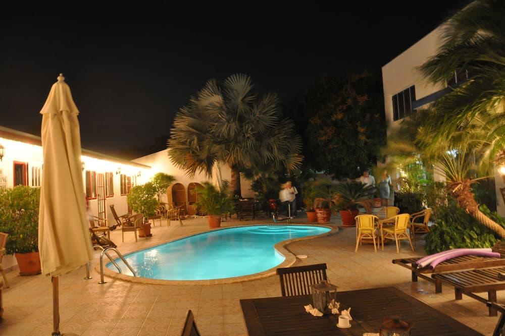 Honeymoon Studio, 2 Bedrooms, Connecting Rooms, Garden View - Pemandangan Bilik Tamu