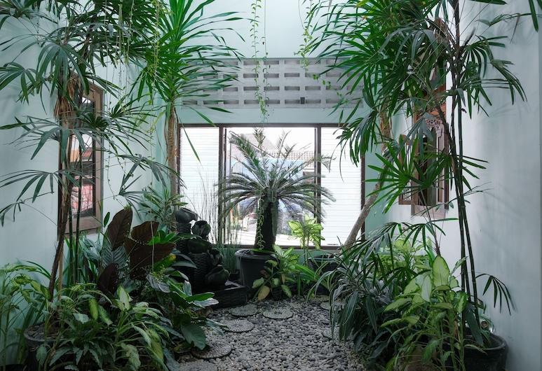 Ndalem Mantrijeron Hotel, Yogyakarta, Garden