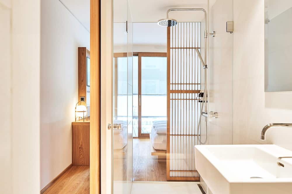 Small Queen room with terrace - Bathroom