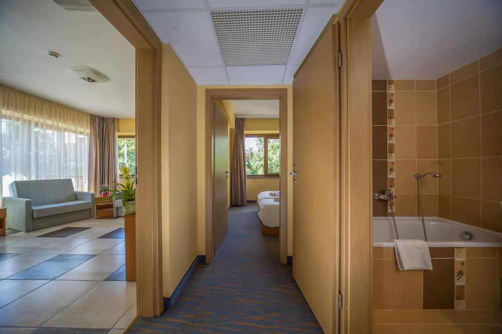 Lägenhet Standard - flera sängar - utsikt mot staden - Vardagsrum