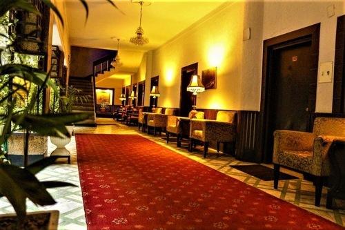 白沙瓦绿之酒店/