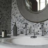 Phòng đôi (1) - Chậu rửa trong phòng tắm