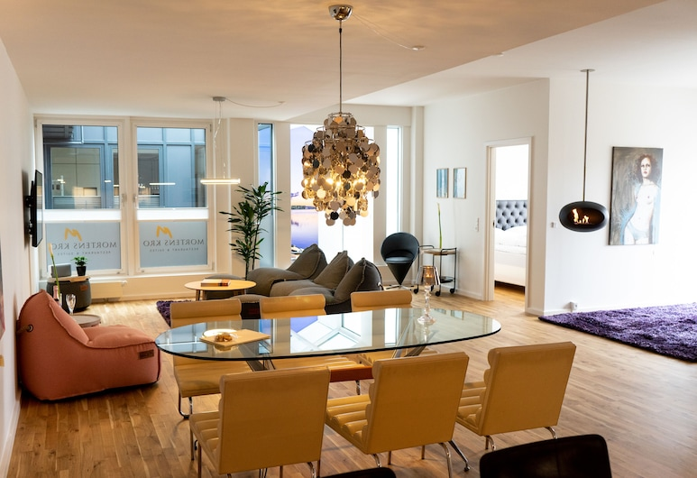 Mortens Kro Restaurant & Suites, Aalborg, Suite – grand, 2 soverom, utsikt mot byen, Oppholdsområde