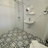 Deluxe Tek Büyük Yataklı Oda - Banyo