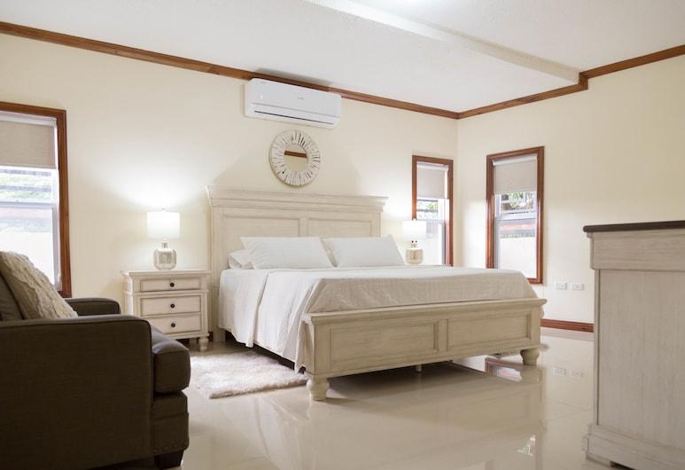 Luxury 3 Level Town House , Kingston, Byhus – luxury, flere senger, Rom