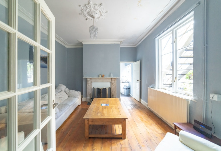 Stag and Hen Friendly House, Bath