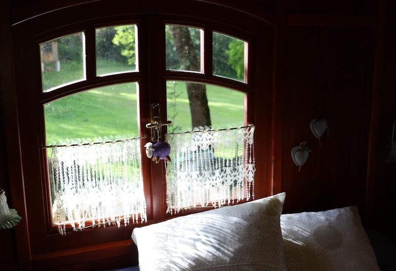 Les roulottes du Lot, Gramat, Comfort-Ferienhütte, Gartenblick, Zimmer