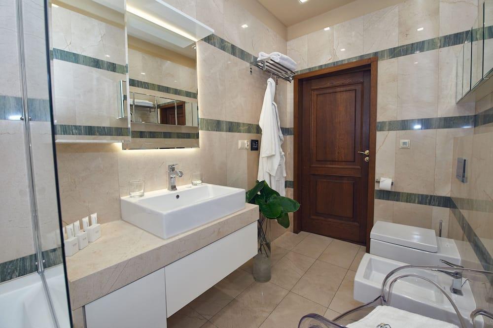 ロイヤル アパートメント ベッド (複数台) シティビュー - バスルーム