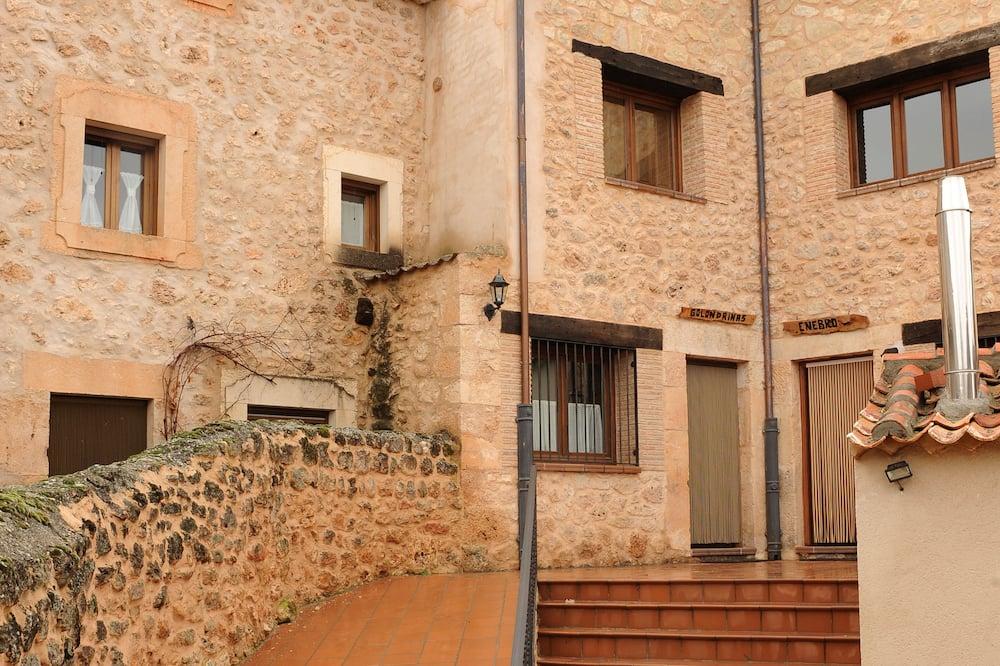 Hus, 5 soverom, terrasse - Gårdsplass