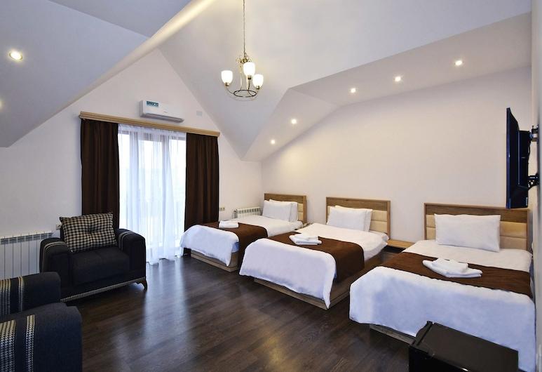 Patriott hotel, Yerevan, Comfort driepersoonskamer, uitzicht op bergen, Kamer