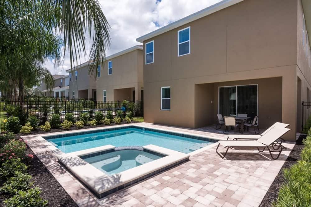 Villa - flere senge - Pool