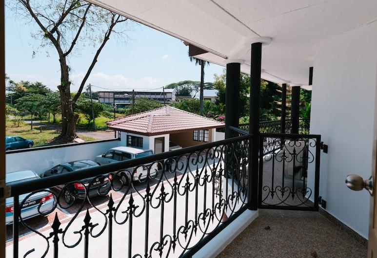 The Tudor, Ipoh, Deluxe Double Room, Balcony, Garden View, Balcony